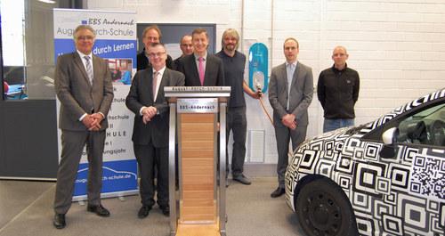 innogy spendet Ladestation für Elektrofahrzeuge